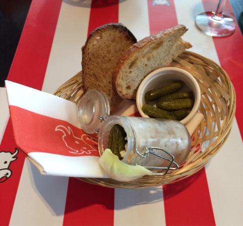 Saint-Laurent-des-Vignes, France : Les rillettes du mans en entrée dans le menu à 12,80