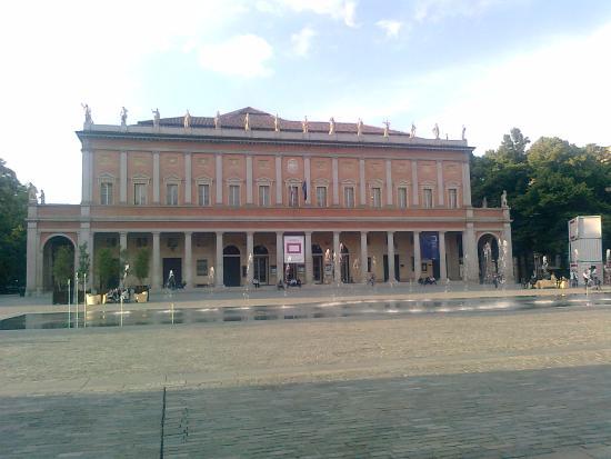 Reggio Emilia, Italy: FACCIATA DEL TEATRO
