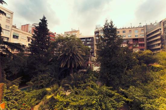 Hostal Ciudad Condal: Garden View