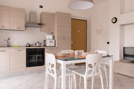 soggiorno con cucina a vista - Foto di Aparthotel Milanoin ...