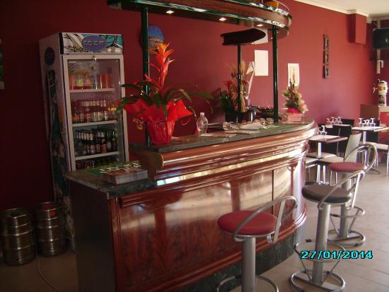 Poggio Moiano, Italia: Questo è il bancone ( molto bello ) dove si può gustare la birra alla spina o qualche drink.