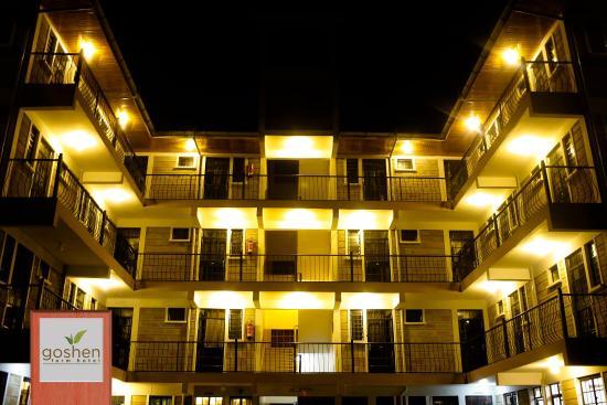 Goshen Farm Hotel Exterior Night