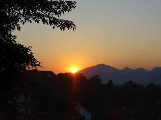 Luang Prabang View Hotel: sunset over Laung prabang View Hotel