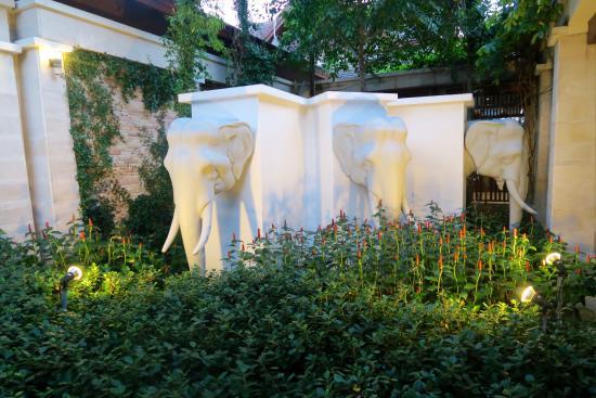 Apsara Beachfront Resort and Villa: entrance