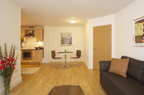 Farnborough, UK : Spacious Living area
