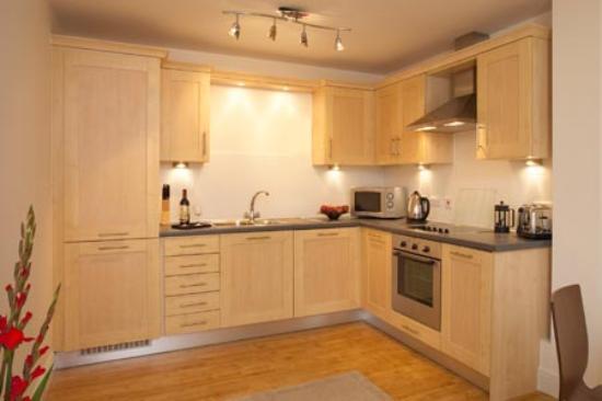 Farnborough, UK : Full Kitchen