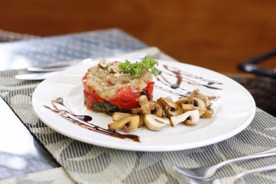 Франзоль: Овощи, запеченные на гриле на ореховой подушке
