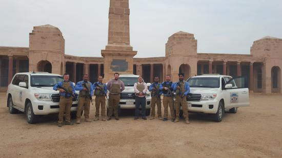 Basrah Province, Iraque: Paying our respects - we are all ex soldiers ourselves. Basra,Iraq