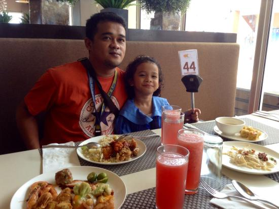 enjoying buffet lunch with my hubby my daughter picture of the rh tripadvisor com