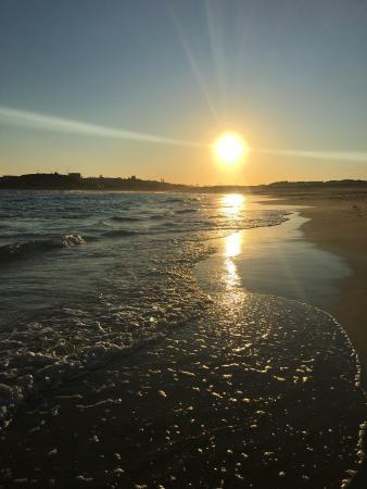 Newcastle, Australia: Walking back along Nobby's beach