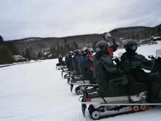 Saint Hippolyte, Kanada: Course de vitesse sur le lac sans dépasser le guide !
