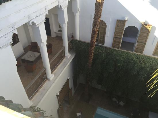 Riad Al Assala Medina: View into courtyard from our room