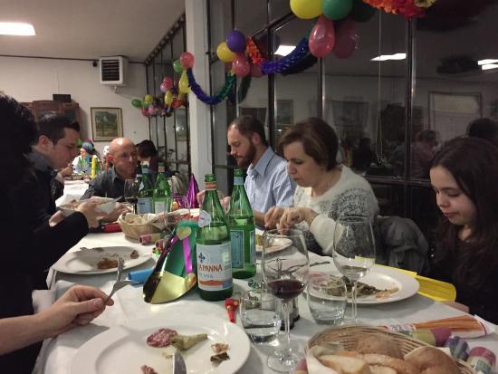 Borgomanero, Italien: Io ed i miei amici veniamo spesso qui, e non ci siamo mai lamentati, anzi adoriamo molto le sera