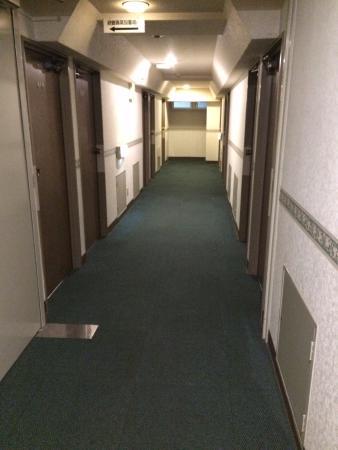 Toyonaka, Jepang: エレベータから見た廊下