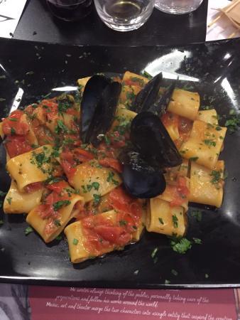 Province of Lucca, Italien: paccheri, melanzane alla parmigiana, pizza napoletana, insalata di mare
