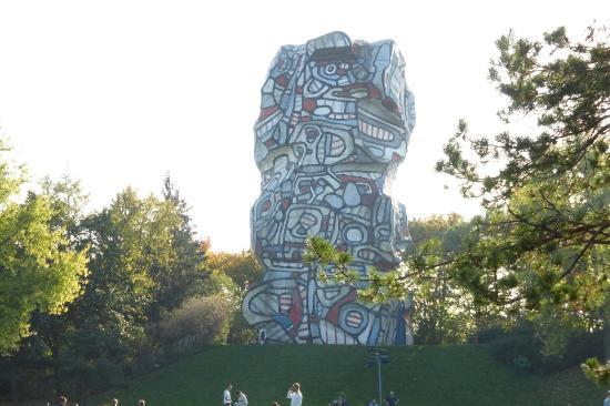 Issy-les-Moulineaux, Francia: Tour aux figures_large.jpg