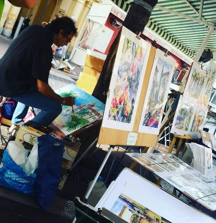 Cours Saleya: paintings are very cheap...