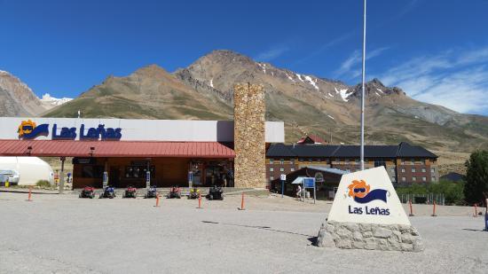 Las Lenas, Argentina: Esta es la vista del lugar de llegada; centro de visitantes restaurantes, etc.