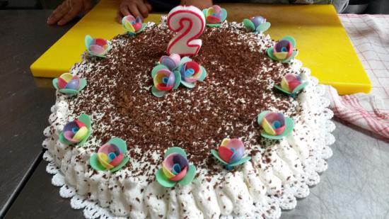 Perdifumo, Italia: Torta di compleanno