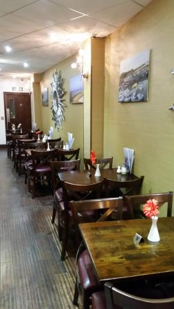 Nicky's Fish Bar & Restaurant: Interior