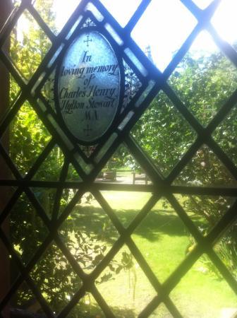Chester Cathedral: Vista do jardim através da janela