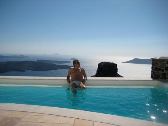 Tholos Resort: Enjoying the pool!