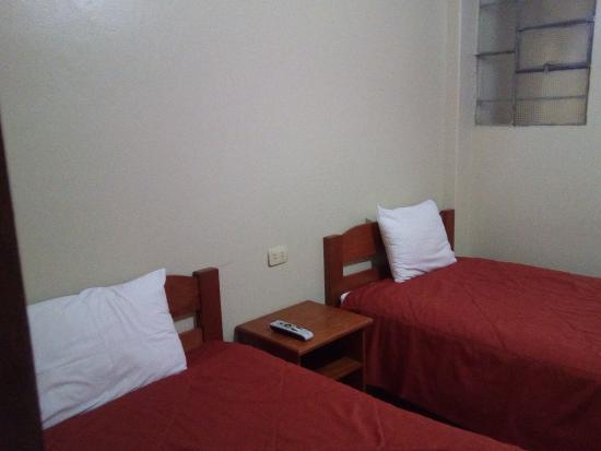 Hostal Varayoc: Habitación con dos camas en la primera planta.