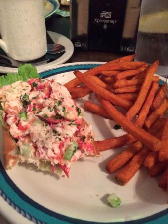 Melbourne Beach, FL: Lobster roll and sweet potato fries