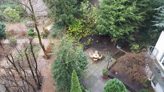 Prinsen Hotel: view showing backyard sit out