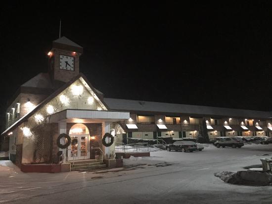 Brattleboro, VT: Exterior Lobby North Side