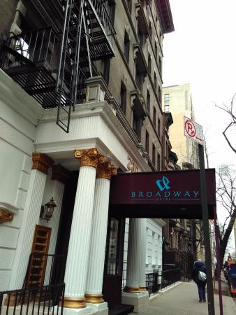 entrada do hostel picture of broadway hotel and hostel new york rh tripadvisor com
