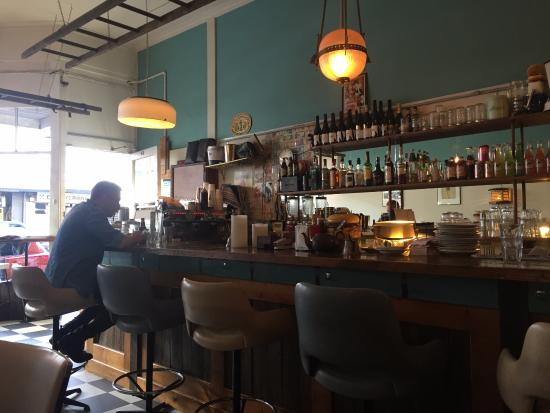 Parlour Diner: Nice bar