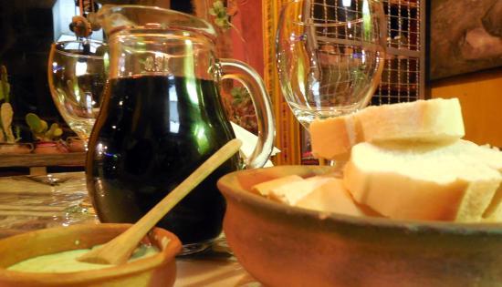 Khuska Resto Bar: Esperando la cena
