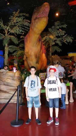 T-Rex : Gift shop area