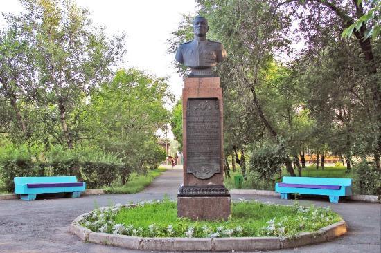 Minusinsk, รัสเซีย: Кретов Степан Иванович. Дата рождения 25 декабря 1919 год. Дата смерти 19 января 1975 (55 лет).