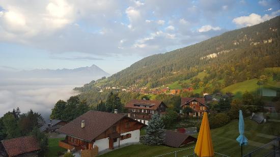 Beatenberg, Svizzera: 아침에 호수에서 올라오는 안개