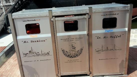Hellevoetsluis, Países Bajos: De vuilnisbakken