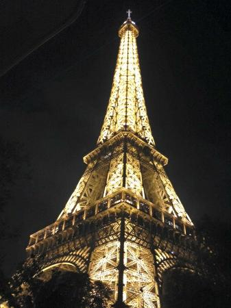La Defense, Francia: Eiffel Tower at night