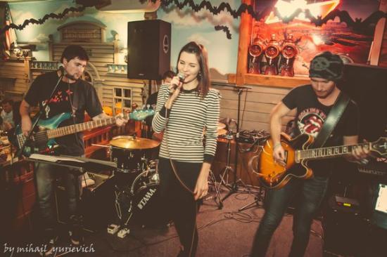 Bila Tserkva, Ukraina: живая музыка каждую субботу, а по пятницам и воскресеньям супер гитарист