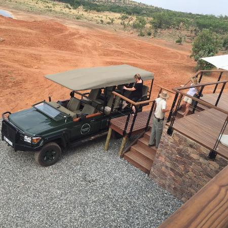 Mhondoro Game Lodge: Leaving for a drive