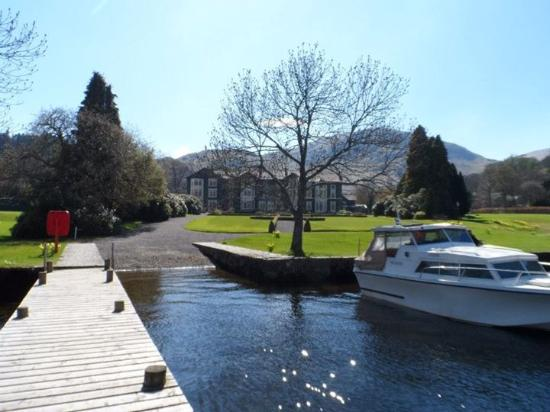 Glenridding, UK: Looking back up towards the hotel, sitting, daydream, surrounded by breathtaking scenery