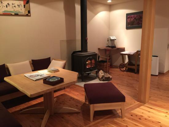 Kami-cho, Japan: フロント横の暖炉が暖かいです