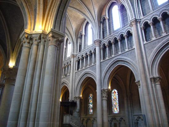 คาเธดราลเดอเลาซานน์: Gotische Säulen