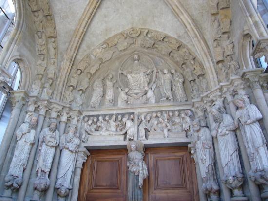 คาเธดราลเดอเลาซานน์: Eingangsportal