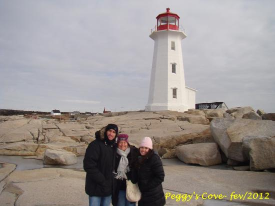 Visita a Peggy's Cove Lighthouse, Nova Scotia, Canadá. Paulo Henrique, Ana Paula e Ana Carolina.