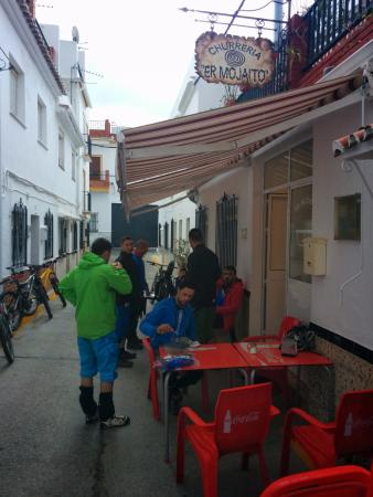 Ojen, Ισπανία: Riders desayunando durante la BigRide Ojén 2014