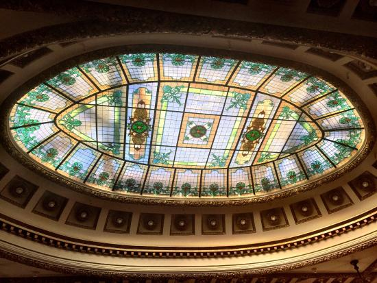 Редвуд-Сити, Калифорния: One of the stained glass sections in the museum. This one is in the courtroom area.