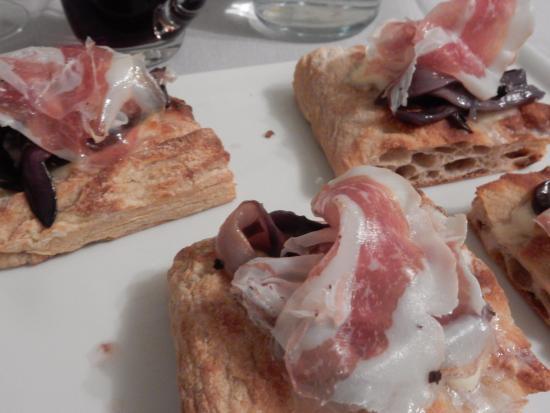 ... Officine DalCor: la pizza con radicchio di Treviso marinato e pancetta