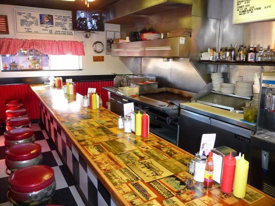 เอลรีโน, โอคลาโฮมา: counter and grill area, there are also booths