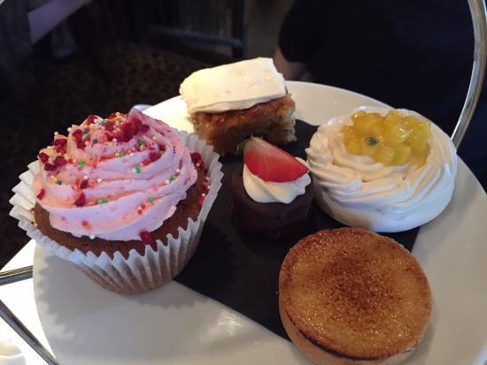 Stadhampton, UK: Average cakes